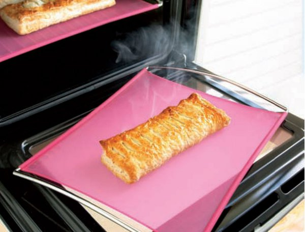 mastrad-silicone-baking-sheet-with-stainless-steel-handles